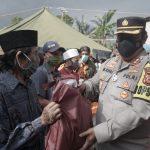 Kapolres dan Plt. Bupati Cianjur Tinjau Tempat Pengungsian Bencana Alam Pergeseran Tanah